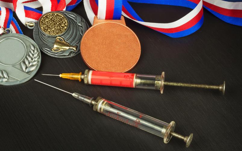 siringhe e medaglie olimpiadi Tokyo 2020