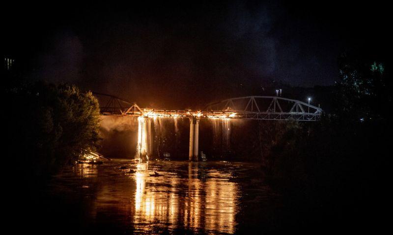 incendio ponte di ferro roma